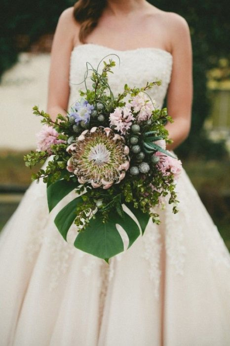 PHOTO GALLERY: 14 Non-Traditional Wedding Bouquets That Wow! - Grand ...