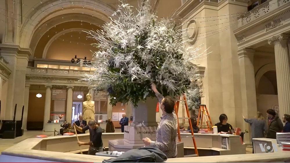 Calendar Metropolitan Museum Of Art : Video floral art welcomes visitors to new york s met